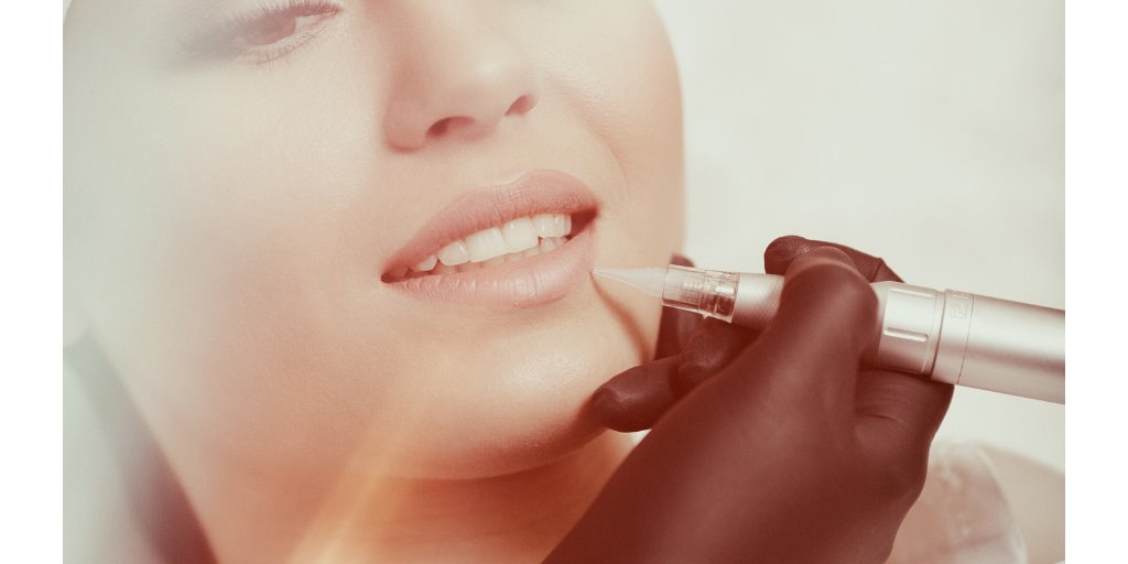 permanent makeup lips picture id637832304